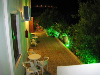 Eleftheria - Shared courtyard with Beaurtiful gardens and plants