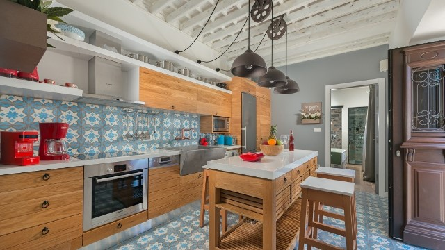 Lindos Villa Vigli - Galley style kitchen with a seaview
