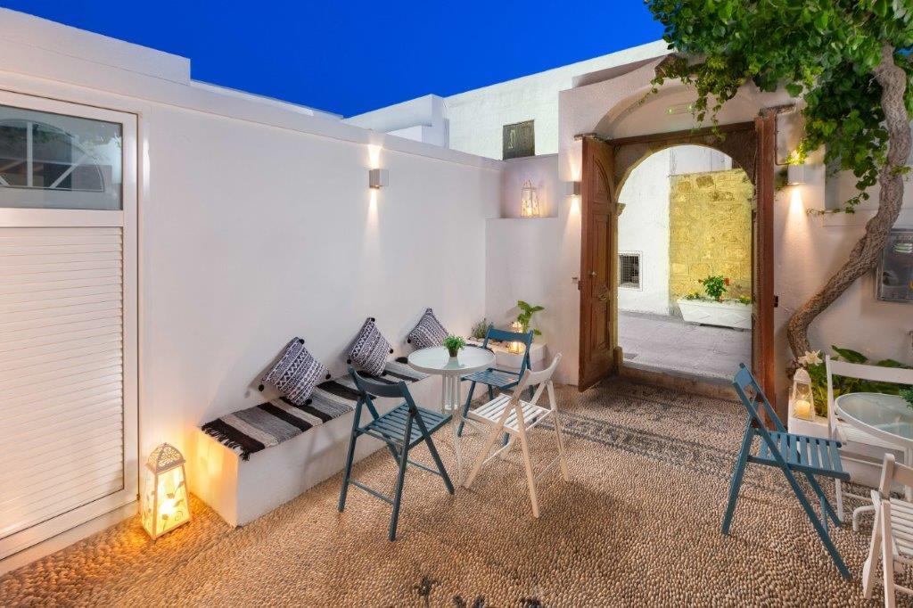 Lindos Diamond Suites - Furnished Courtyard